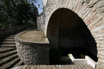 Bisenti (Te), fontana monumentale